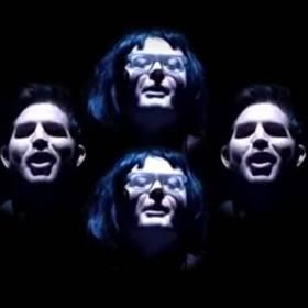 "Adam Lambert w interpretacji teledysku ""Bohemian Rhapsody"""