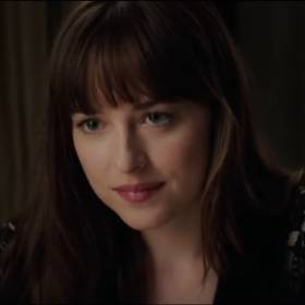 """Anastasia Steele ściąga majtki! Zobacz nowe sceny z """"Ciemniejszej strony Greya""""!"""