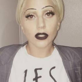 Lady Gaga dostała od narzeczonego buty za milion złotych! Taylor Kinney kupił je na aukcji charytatywnej