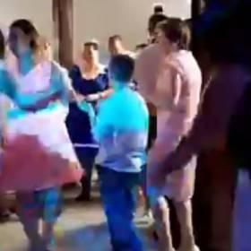To nie wesele, to komunia... Zespół disco polo rozkręca imprezę!