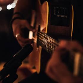 Popularny piosenkarz zmarł na scenie podczas koncertu