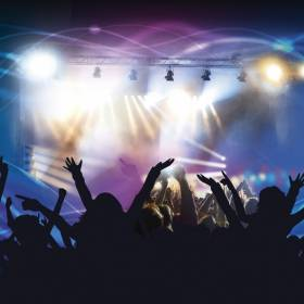Upadki gwiazd na koncertach! Zobacz video!