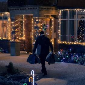 Mocna parodia świątecznej reklamy Coca Coli. Znacie mroczną stronę świąt?
