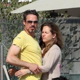 Pękniesz ze śmiechu! Zobacz, co robi pies Roberta Downeya Jr. na tym zdjęciu!
