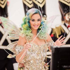 "Nowa piosenka Katy Perry w reklamie H&M. Posłuchaj ""Every Day Is a Holiday""!"