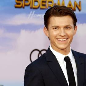 """To już pewne? Tom Holland odwiesił kostium Spider-Mana. Aktor żegna się z rolą super bohatera i ujawnia sekrety """"Spider-Man: No Way Home""""?!"""