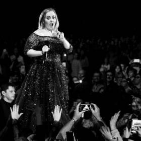 Powietrze z koncertu Adele do kupienia na eBayu. Nie uwierzycie, ile kosztuje!