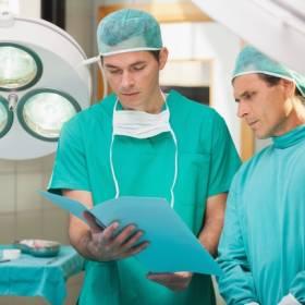 To nie przypadek, że chirurdzy noszą zielone lub niebieskie fartuchy! Dowiedz się, jaki jest tego powód!