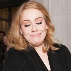 """Adele: """"Urosła mi broda. Nazywam ją Larry!"""""""