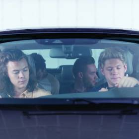 Chłopaki z One Direction testują samochód w reklamie!