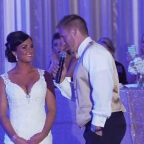 Podczas wesela oznajmia, że ich rodzina się powiększy. Wtedy panna młoda dostrzega ją...