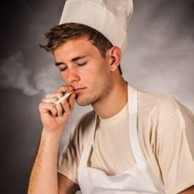 Jak zyskać dodatkowych 6 dni płatnego urlopu? Trzeba będzie rzucić palenie!