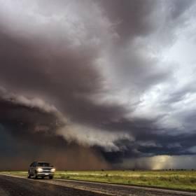 10 przerażająco pięknych zdjęć sprzed powstania tornada