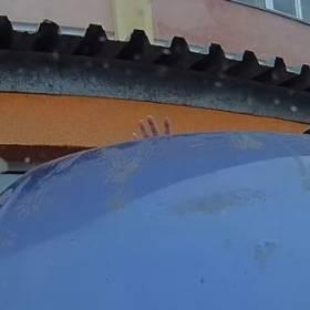Tajemnicza sprawa porysowanej maski samochodowej. Co przez noc nagrał wideorejestrator?