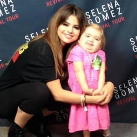 Selena Gomez śpiewa i tańczy razem ze swoją fanką Audrey! ZOBACZ!