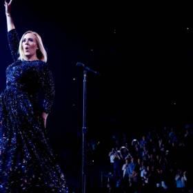 Adele próbowała tańczyć jak Beyonce! Jej taniec doprowadził koncertowiczów do śmiechu!
