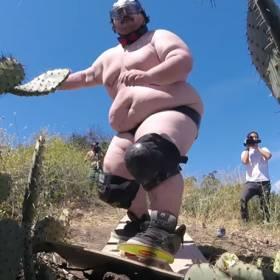 Próbował NAGO przeskoczyć plantację kaktusów!
