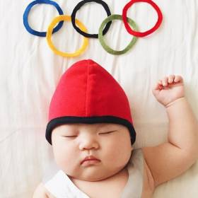 To niemowlę nie ma pojęcia, że śpiąc zamienia się w Beyonce, olimpijskiego pływaka czy Arielkę!