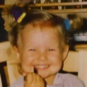 Ta dziewczynka wyrosła na przepiękna kobietę!