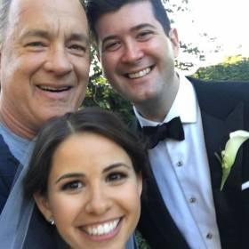 Tego się nie spodziewali! Podczas ślubnej sesji zdjęciowej podszedł do nich Tom Hanks!
