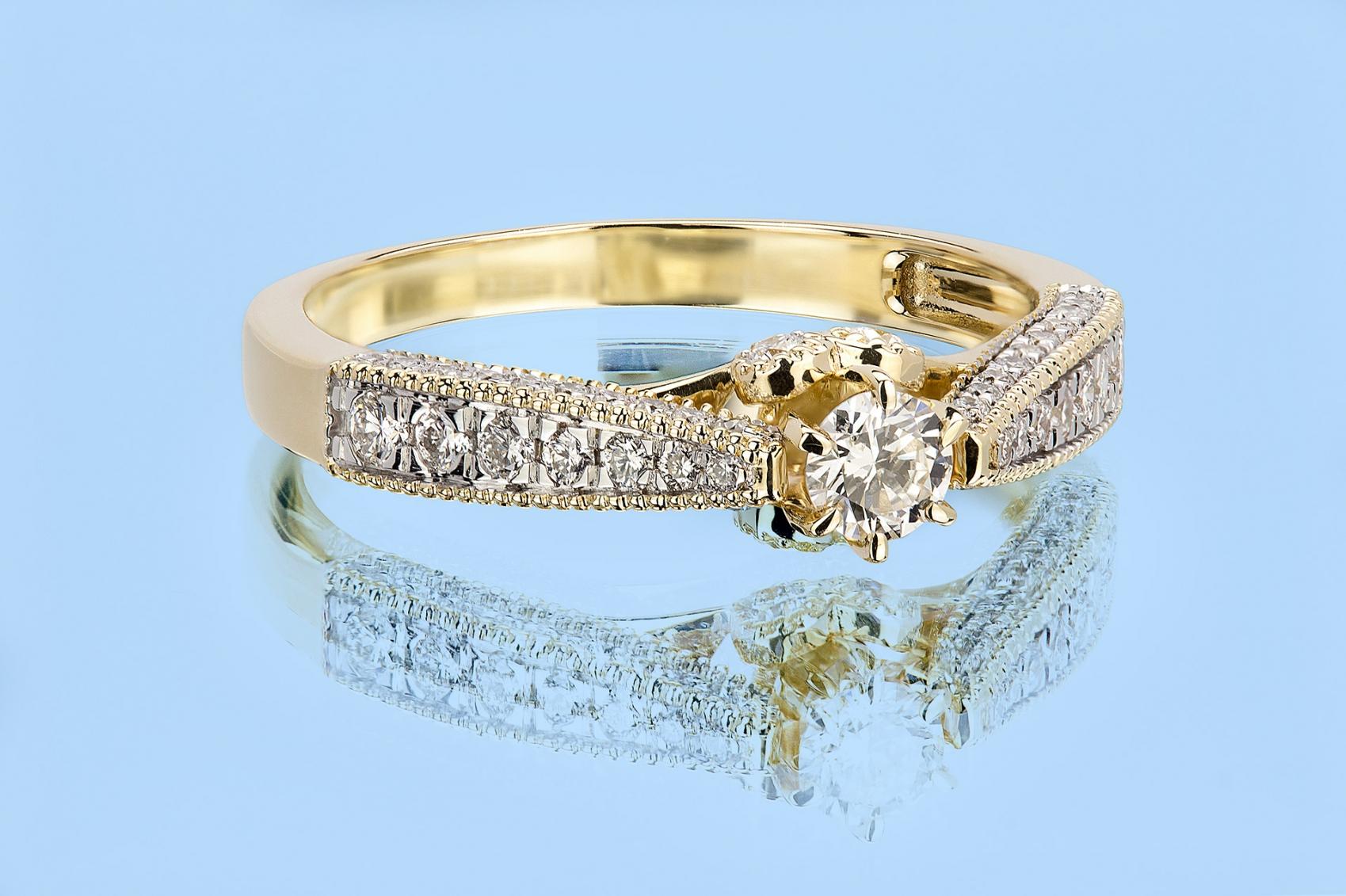 Jak Kupić Pierścionek Zaręczynowy Nie Znając Rozmiaru
