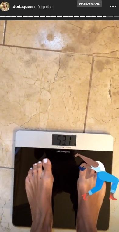Ile waży Doda? Piosenkarka pokazała, jak wchodzi na wagę