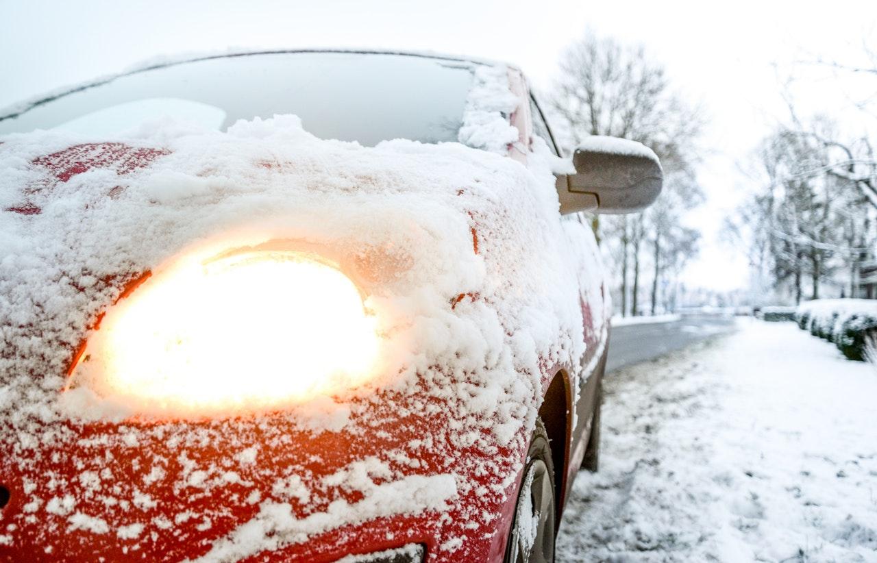 Jak ustawić światła w samochodzie? Poradnik prawidłowego ustawienia świateł w aucie