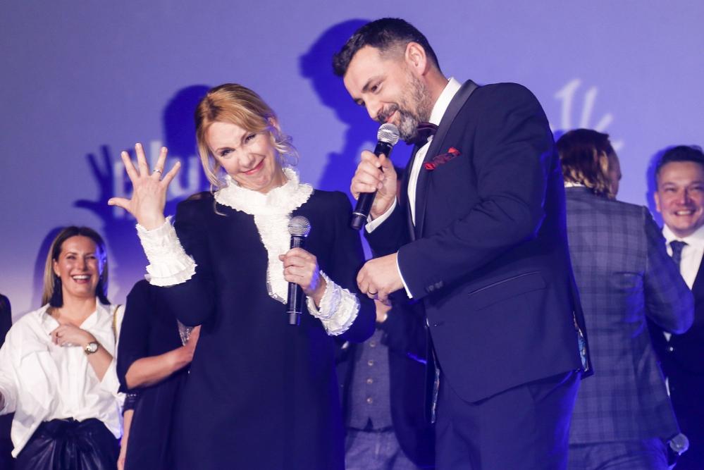 """""""Udnderdog"""": Zaręczyny na premierze! Który aktor poprosił swoją wybrankę o rękę?"""