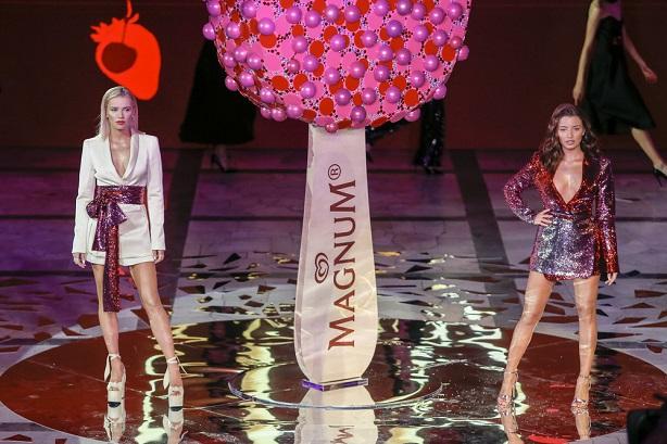 Julia Wieniawa i Baron po raz pierwszy razem na imprezie! Kto jeszcze pojawił się na Magnum Fashion Show?