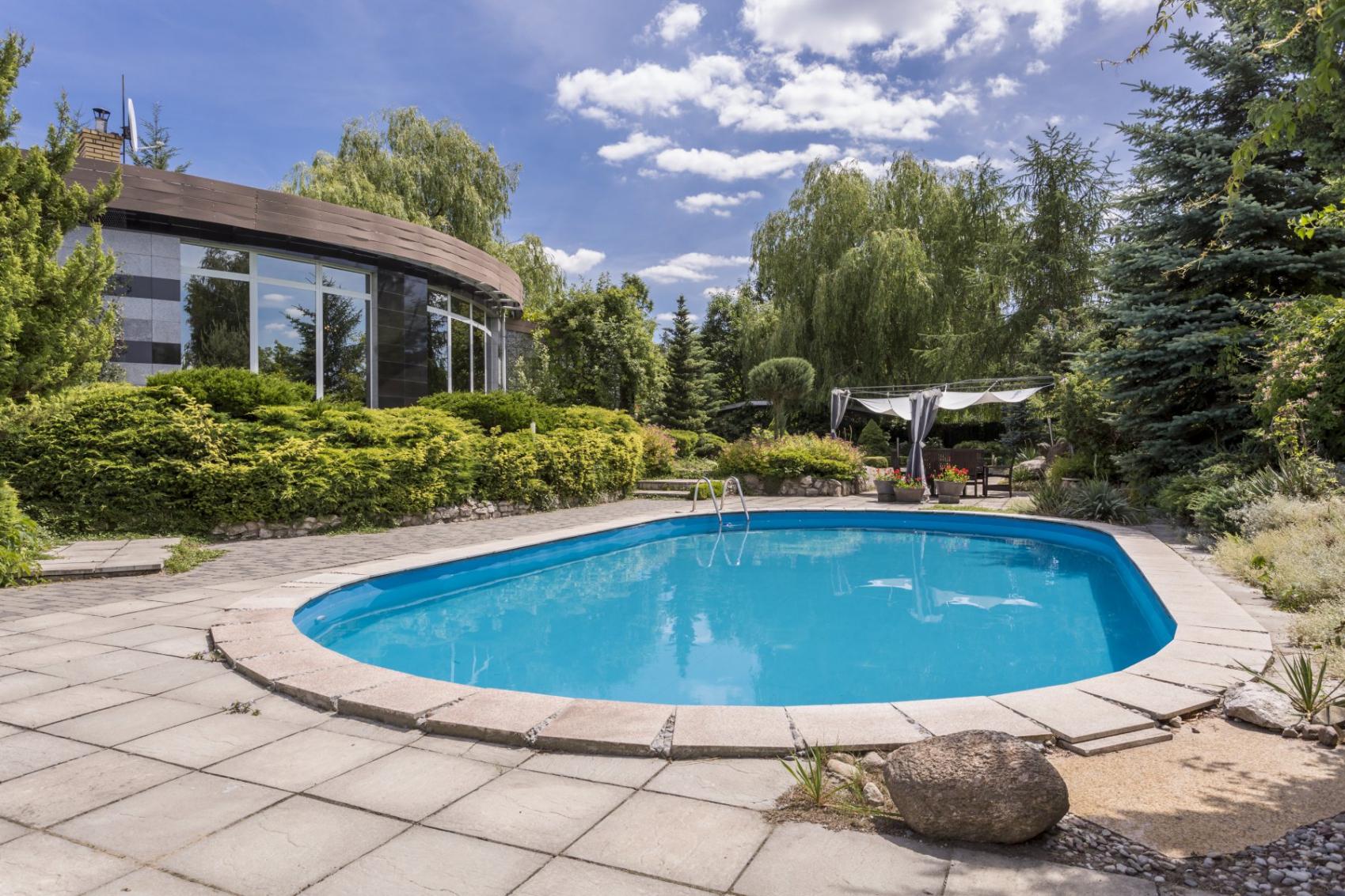 Niezbędne akcesoria do basenu ogrodowego - zadbaj o higienę w swoim basenie ogrodowym!