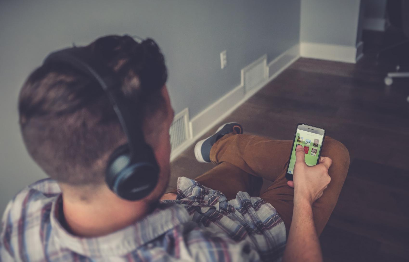 Audiobooki na Storytel – czy warto?