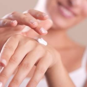 Suche dłonie? Domowe sposoby na pielęgnację skóry dłoni!