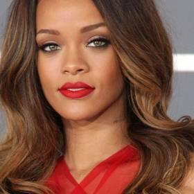 Rihanna w bikini. Strój odsłania intrygujący tatuaż! [FOTO]