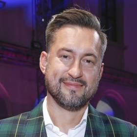 Marcin Prokop odsłonił tatuaże na zdjęciu bez koszulki. Pokazał, jak wypoczywa na Kaszubach