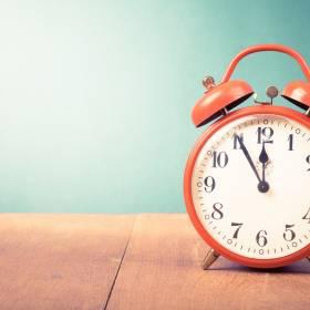 Zmiana czasu 2020. Tej nocy pośpimy krócej. Czy to ostatni czas letni?