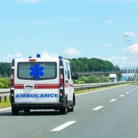 87-letni kierowca jechał autostradą A4 pod prąd. Jedna osoba została ranna