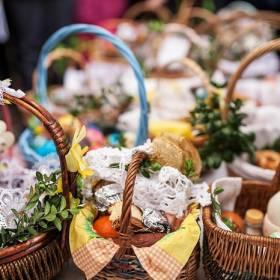 Wielkanocny koszyczek i jego symbolika. Co powinno znaleźć się w święconce ?