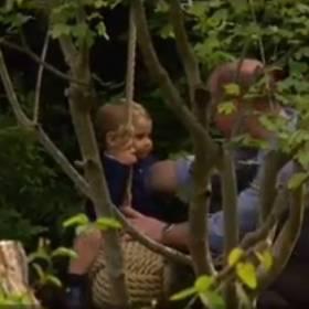 Urocze zdjęcia rodziny królewskiej. Księżna Kate i książę William z dziećmi razem w ogrodzie!