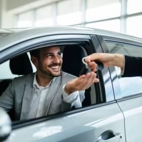 Polacy wypożyczają samochody już nie tylko podczas wakacji. Kiedy warto wynająć samochód z wypożyczalni?
