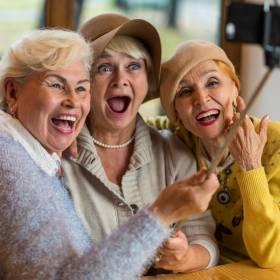 89-letnie seniorki przyjaźnią się od 1941 roku i postanowiły, że zamieszkają w tym samym domu opieki! Ich przyjaźń jest nierozerwalna!