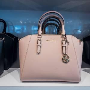 6beb8b6093e9c Michael Kors w Lidlu. Luksusowe torebki w atrakcyjnej ofercie. Normalnie  kosztują nawet 1,5 tys. zł