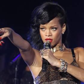 """Rihanna w skąpiej bieliźnie. Jest prawie naga! """"Perfekcja"""" [ZDJĘCIA]"""