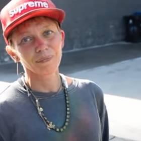 """Loni Willison była modelką i żoną znanego aktora. Dziś żyje na ulicy: """"Mam tu wszystko, czego potrzebuje"""""""