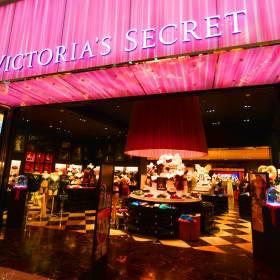 Victoria's Secret w Rossmannie! Sprawdź, jakie produkty będziesz mogła kupić w drogerii!