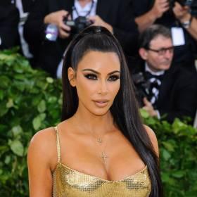 Kim Kardashian rozgrzewa w skąpym bikini! Celebrytka odsłoniła trochę za dużo ciała? [FOTO]