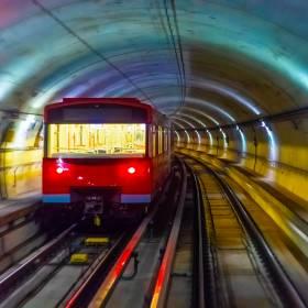 Czechy. Pijany Polak zablokował ruch tramwajowy po tym, jak jechał samochodem po torowisku