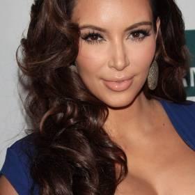Kim Kardashian w miniaturowym bikini. Niby jest, ale niewiele zasłania...