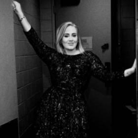 Adele wygląda jak piosenkarka country! Fani zachwyceni metamorfozą!