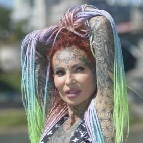 """Ada z """"Królowych życia"""" kompletnie nago. Pokazała wszystkie tatuaże. """"Jestem cała wytatuowana"""""""