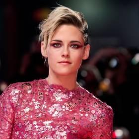 """Kristen Stewart """"Naprawdę wygląda jak księżna Diana!"""" Fani się nie mylą?"""